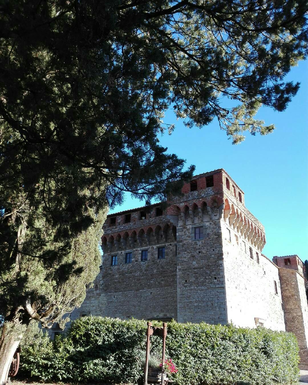 #FoodAndTravel: Un castello alle porte di Firenze, immerso tra colline ricoperte da vigneti
