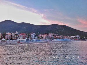 Riviera ligure di ponente al tramonto